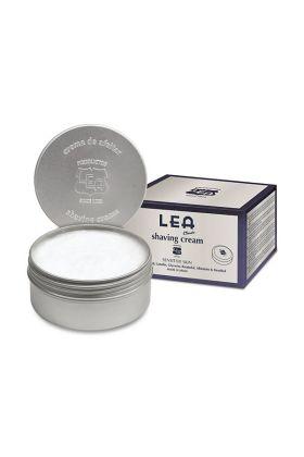 Η κρέμα ξυρίσματος Classic της Lea έχει άρωμα σανταλόξυλο και βρύο.