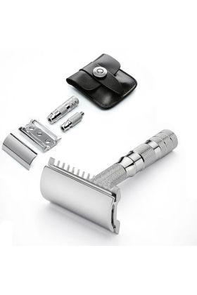 Ξυριστική μηχανή ταξιδίου open comb με δερμάτινη θήκη διαστάσεων 6cm x 6 cm. Κατάλληλη μηχανή για όσους θέλουν να είναι ξυρισμένοι στα επαγγελματικά τους ταξίδια και όχι μόνο.